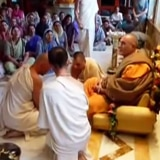 Is it appropriate for leaders to endorse Bhaktividya Purna Swami?